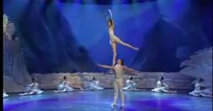 Танец, видео онлайн, классический танец, опорная нога, работающая нога, упражнение первого класса, балет, постановка корпуса, талант танца, техника танца, школа танцев